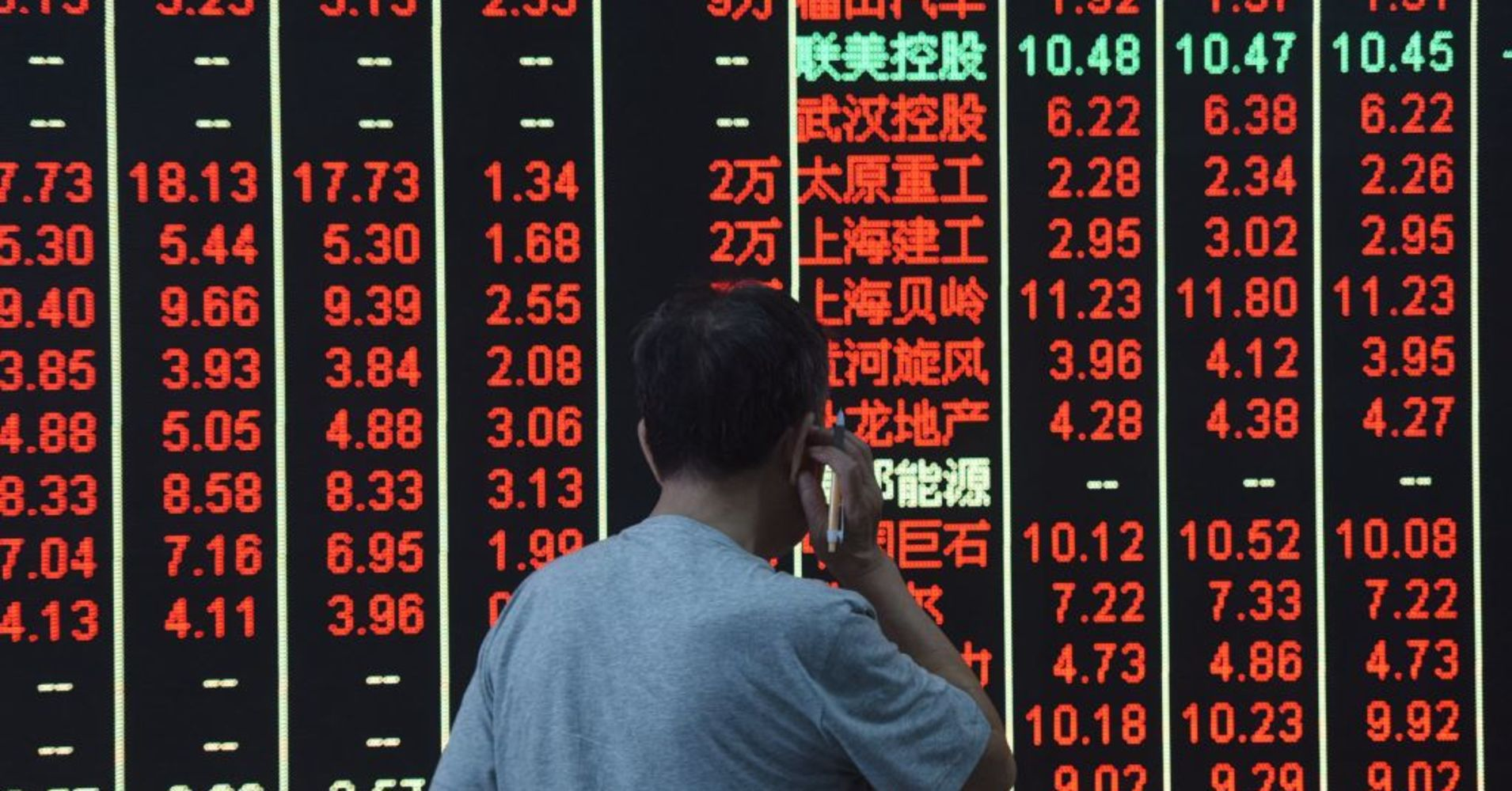Asian shares gain despite China's newest tariff threat; yuan firms