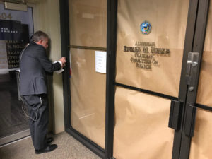 Federal agents raid powerful Chicago Ald. Ed Burke's City Hall and war...