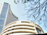 Closing Bell: Nifty ends near 11,800, Sensex up 311 points; metal stoc...