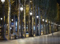French virus curfew produces eerie quiet on streets of Paris | Enterta...
