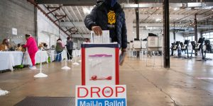 High early turnout of voters eases tech, security worries on Election ...